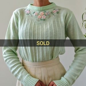 Sweaters - Vintage mint sweater with flower embroidery